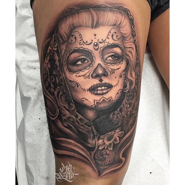 superb grey catrina kissing skull tattoo on thigh. Black Bedroom Furniture Sets. Home Design Ideas