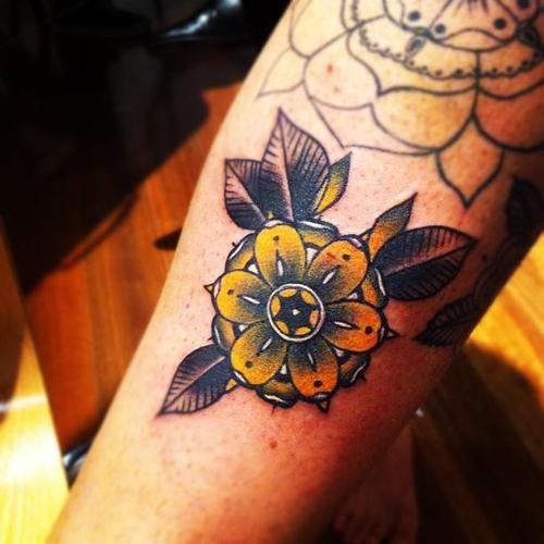 Small Tattoo Yellow: 48+ Beautiful Old School Flowers Tattoos
