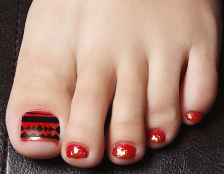 Red And Black Toe Nail Art Designs To Bend Light