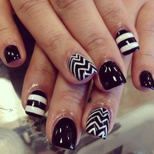 55 classy white short nail art designs black and white chevron and stripes design short nail art prinsesfo Image collections