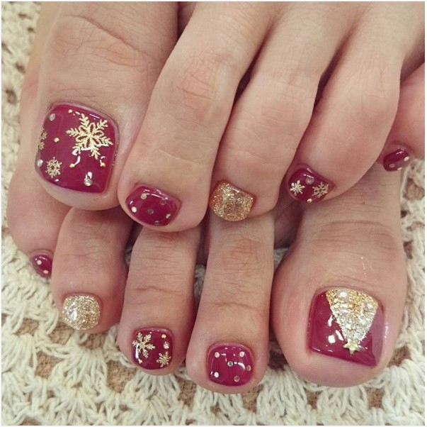 40 Most Beautiful Christmas Nail Art Ideas For Toe Nails