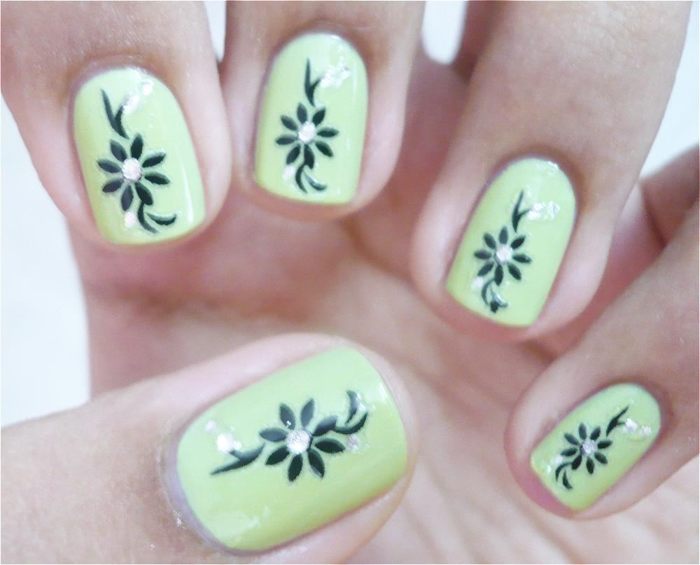 Green Flowers Nail Art For Short Nails