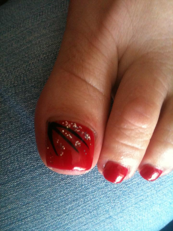 Red And Black Toe Nail Art Design Idea - 58 Incredible Red Toe Nail Art Design Ideas For Trendy Girls