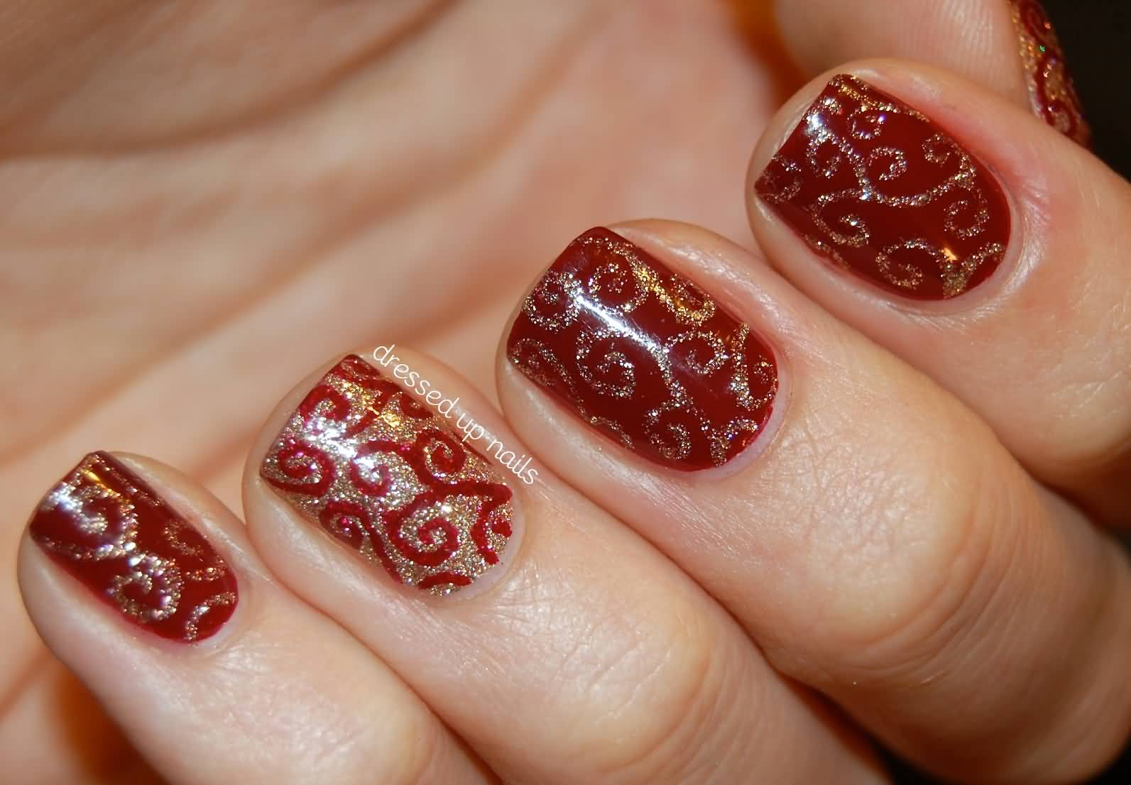 Fantastic Red And Gold Christmas Nails Pics Inspiration - Nail Art ...
