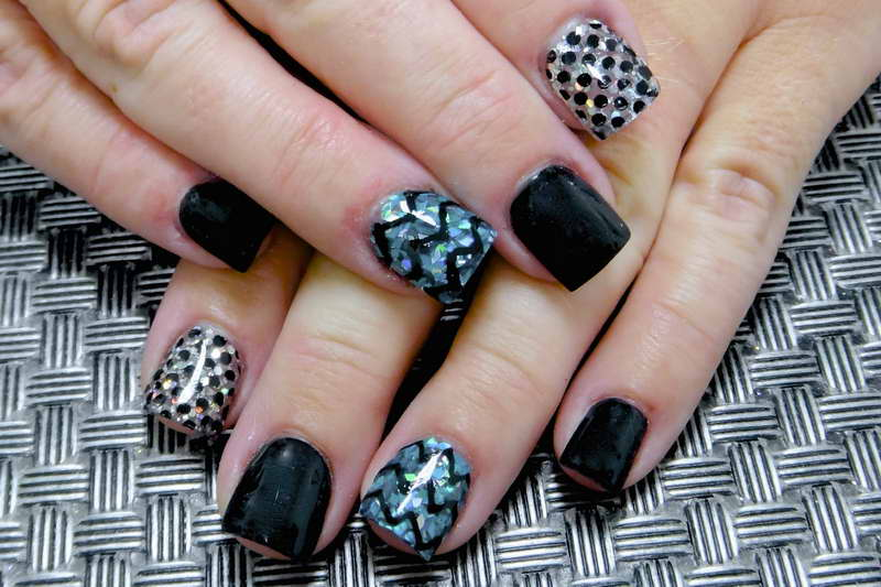 simple acrylic chevron and dots design for short nails - Nail Design Ideas For Short Nails