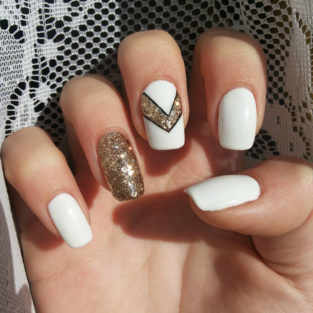 55 stylish white and gold nail art design ideas acrylic white and gold glitter nail art design prinsesfo Gallery