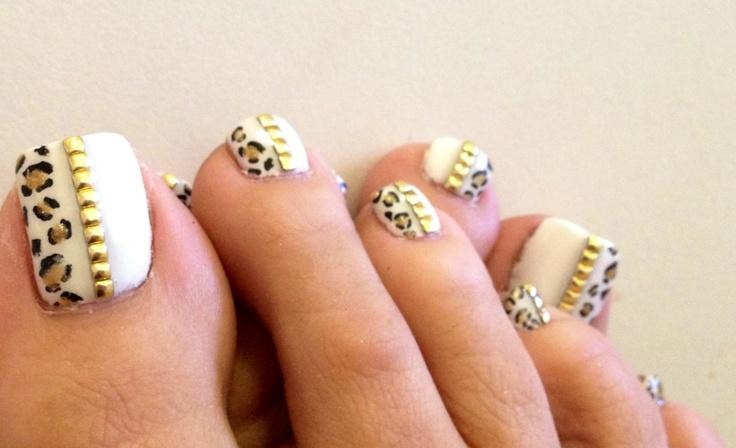 55 Stylish White And Gold Nail Art Design Ideas