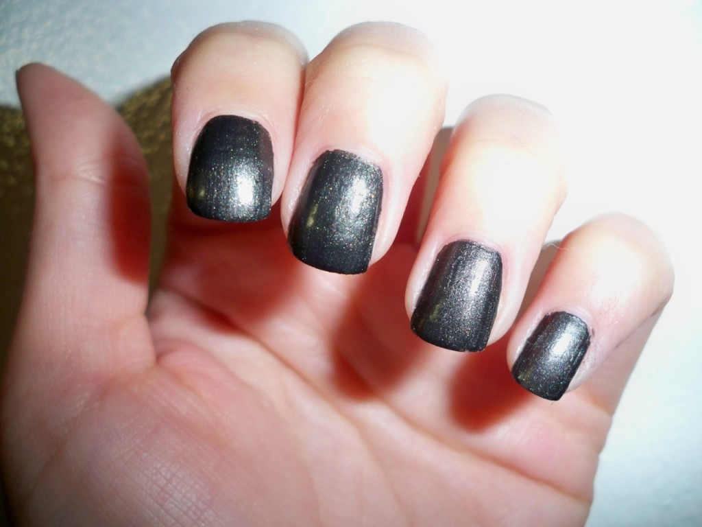 55+ Stunning Gray Nail Art Design Ideas