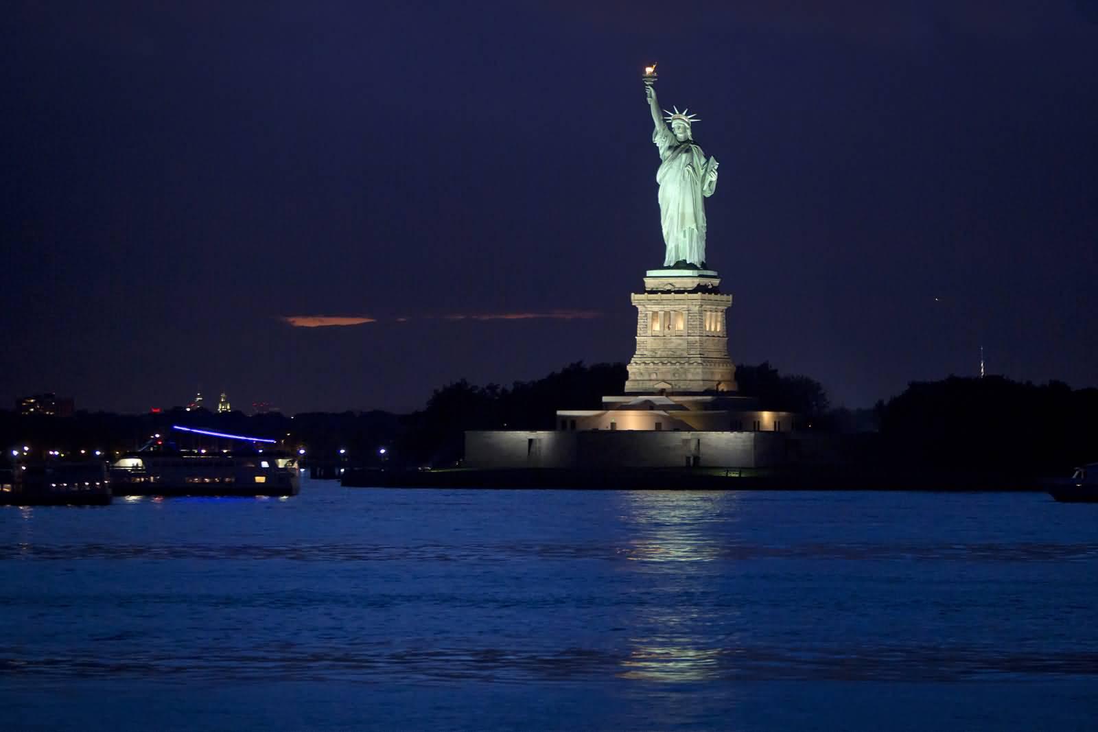 statue of liberty night - photo #14