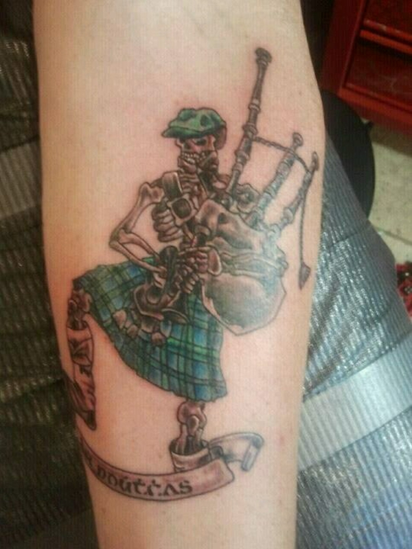 terrific scottish skeleton with bagpipe tattoo rh askideas com bagpipe tattoo scotland bagpipe tattoo meaning