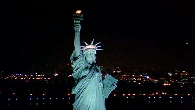 Statue Of Liberty At Night Time 55+ Incredible Picture...