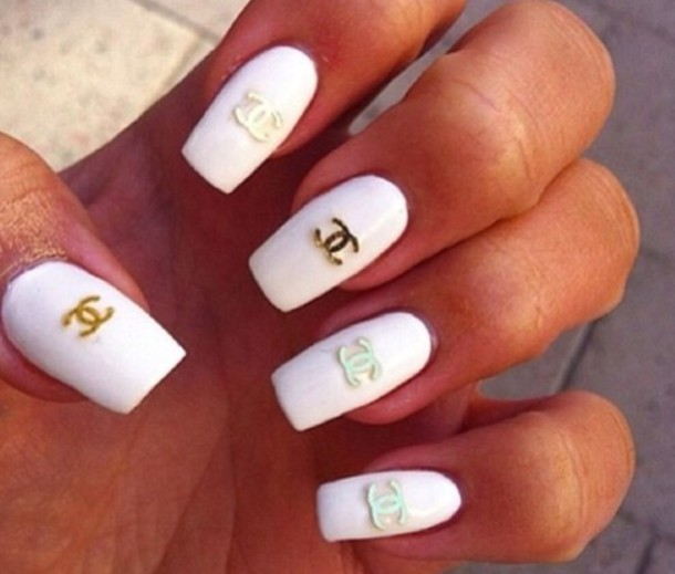 40 Classy Gold And White Nail Art Design Ideas