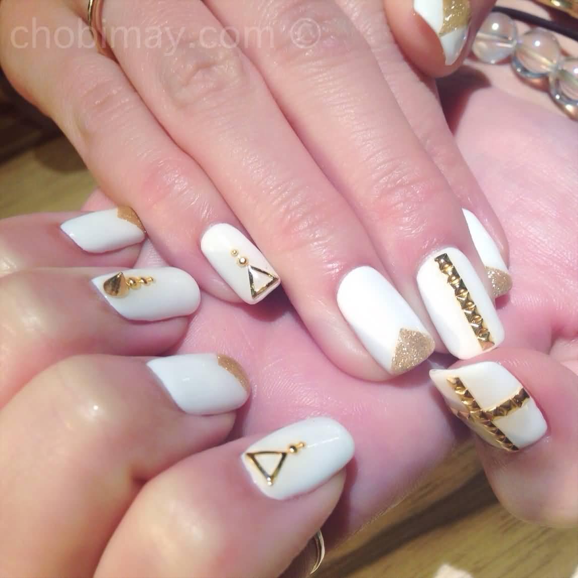 55+ Stylish White And Gold Nail Art Design Ideas