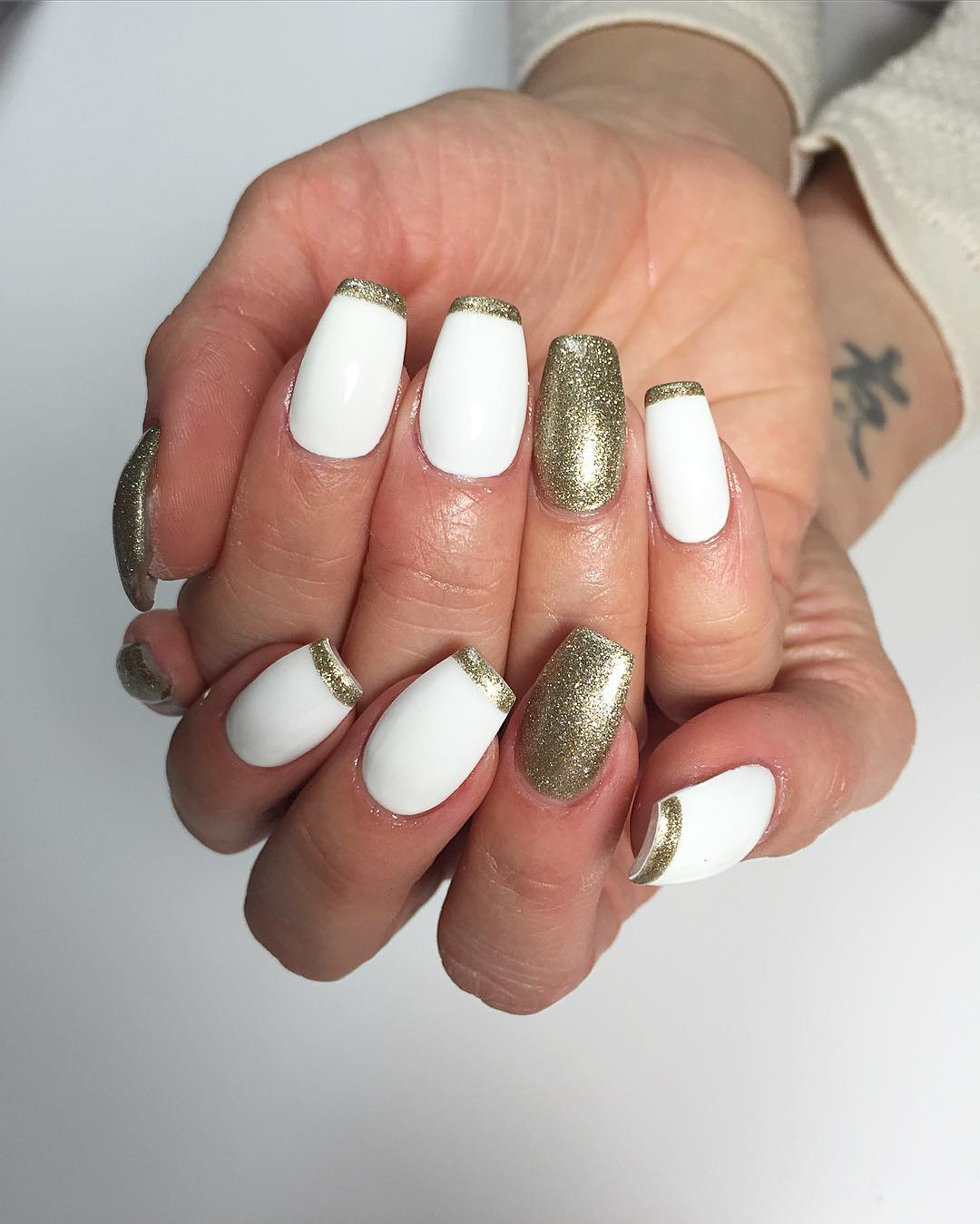 55+ Stylish White And Gold Nail Art Design Ideas