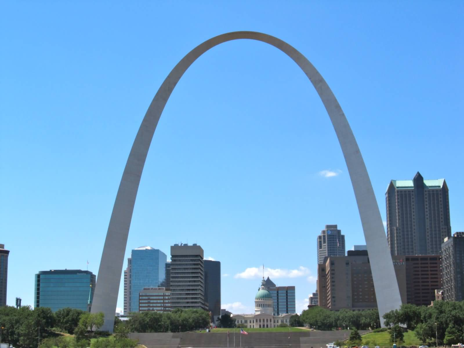 Gateway arch wide view for St louis architecture