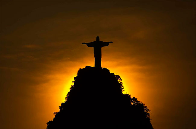 27 Beautiful Sunset View Pictures Of Christ the Redeemer