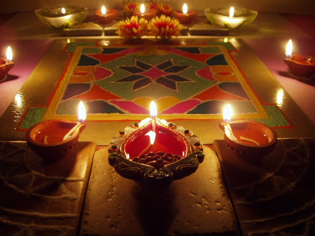 30 beautiful decoration ideas for diwali festival for Diwali home decorations pics
