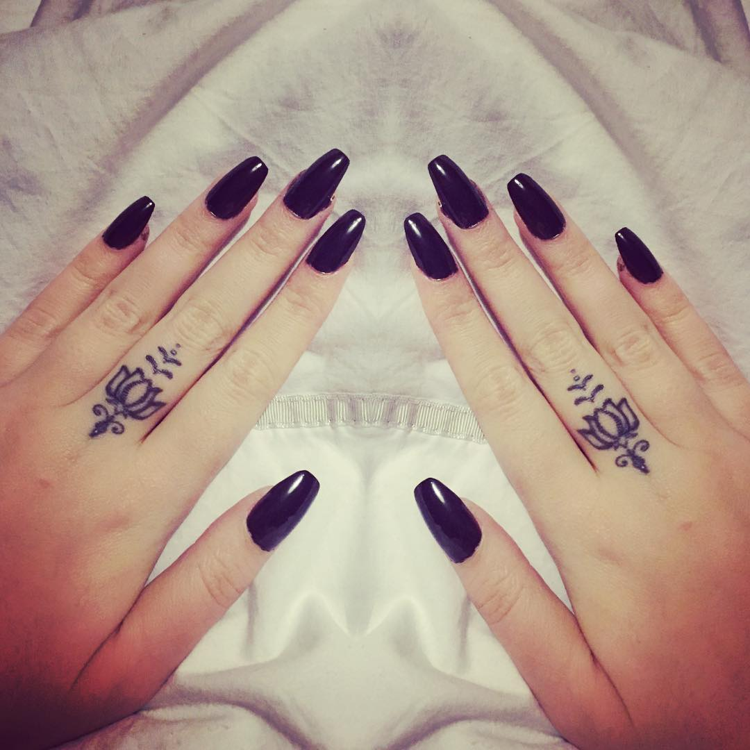 45 Flower Tattoos On Fingers