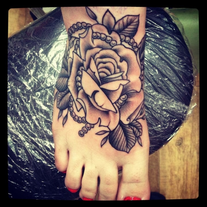 8 black and white rose tattoos on foot black and white pearls rose traditional foot tattoo for girls mightylinksfo