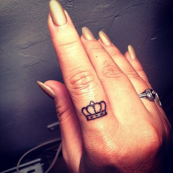 45 Crown Finger Tattoos Ideas