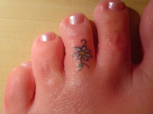 18 beautiful flower toe tattoos. Black Bedroom Furniture Sets. Home Design Ideas