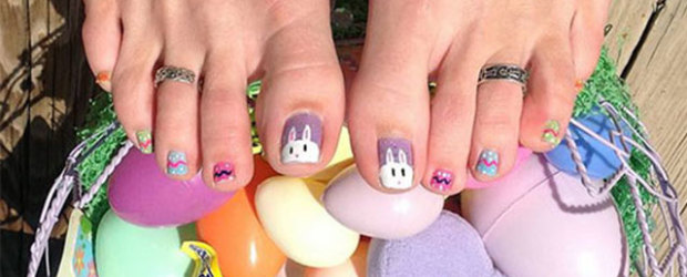 10 adorable easter toe nail art designs easter bunny toe nail art prinsesfo Choice Image