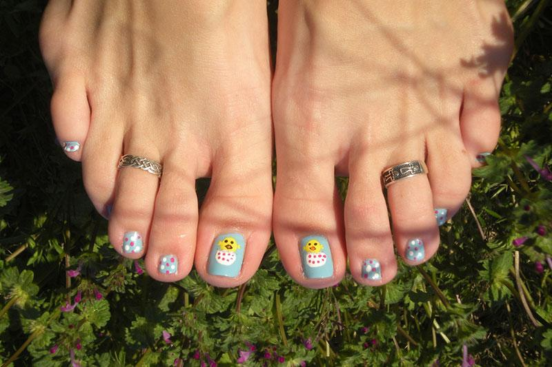 10 adorable easter toe nail art designs easter chick and egg toe nail art prinsesfo Choice Image