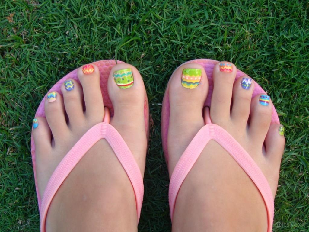 10 adorable easter toe nail art designs easter egg toe nail art prinsesfo Images