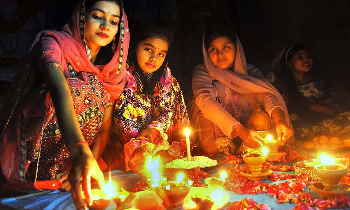 15 Most Beautiful Diwali Celebration Pictures And Photos