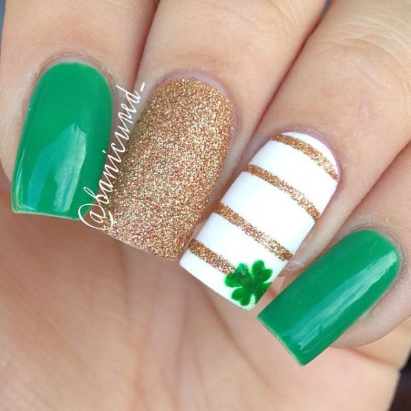 Golden Stripes And Green Shamrock Leaf Saint Patrick\'s Day Nail Art