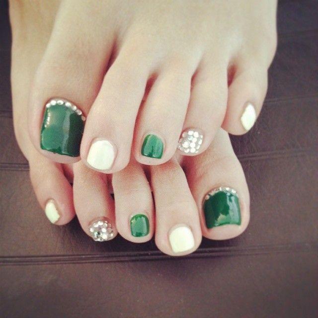 10 best saint patricks day nail art design ideas for toe nails green and white saint patricks day toe nail art prinsesfo Gallery