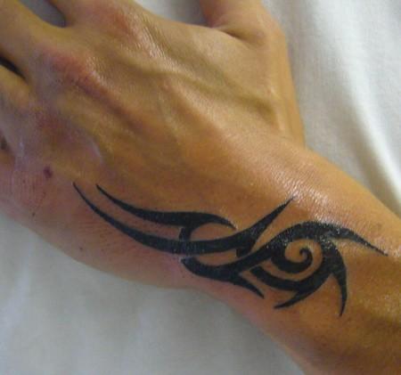 ebebff572 Guy With Tribal Tattoo On Left Hand