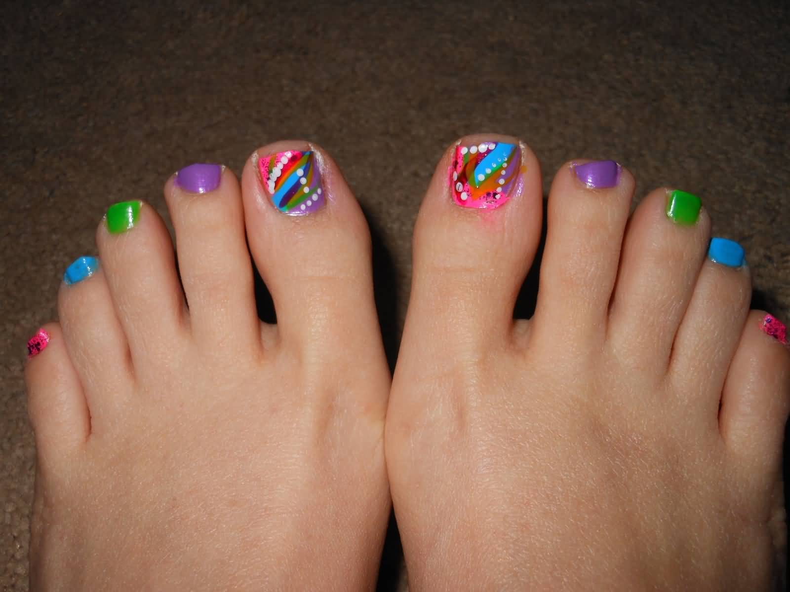 40 Incredible Toe Nail Art For Spring