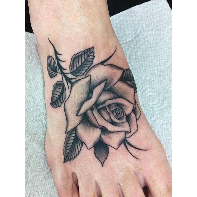40 Attractive Foot Tattoo Designs: 55+ Beautiful Rose Tattoos On Foot