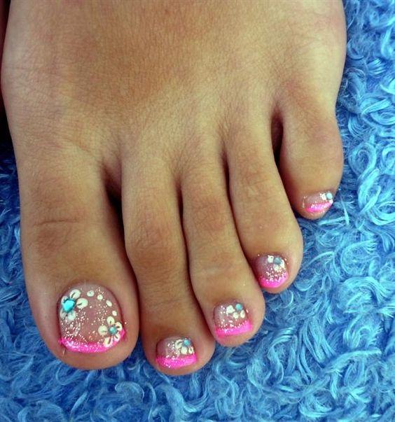 40 Incredible Toe Nail Art For Spring
