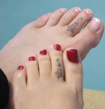 18 Beautiful Flower Toe Tattoos