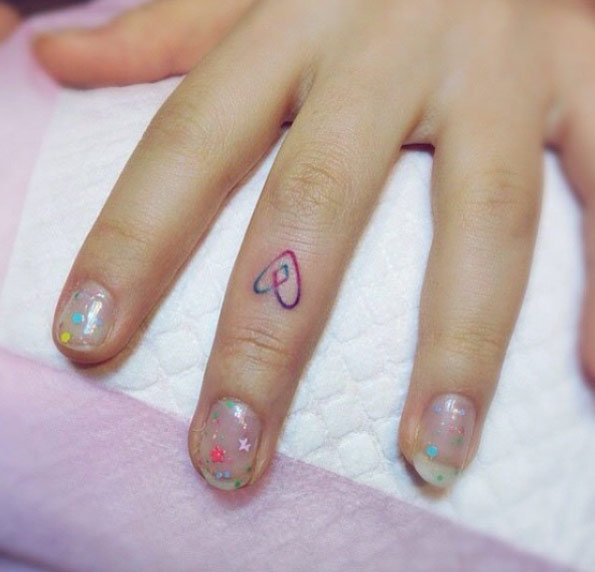 60+ Cool Heart Tattoos On Fingers