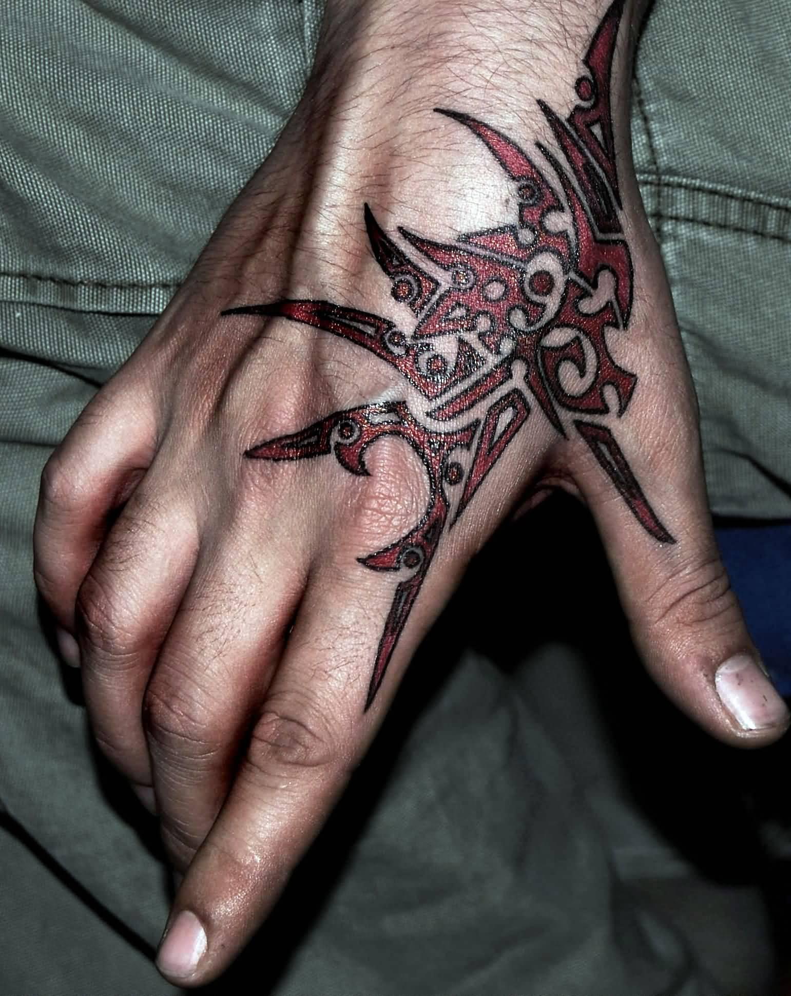 Тату на кисти для мужчин и женщин, фото татуировок на
