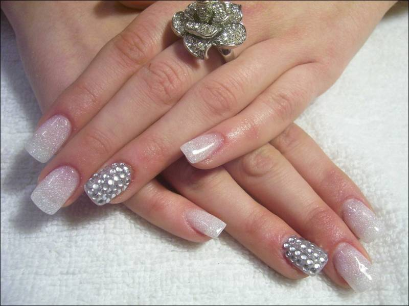 Silver White Pearl Design Nail Art