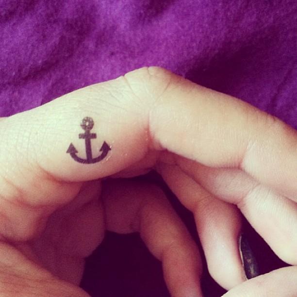 30 Cool Side Finger Tattoos Ideas