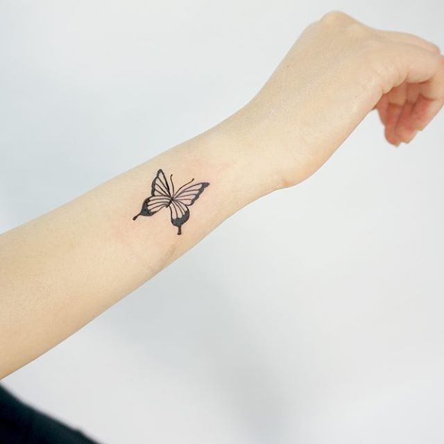 40 latest butterfly tattoo designs samples for Butterfly tattoo arm designs