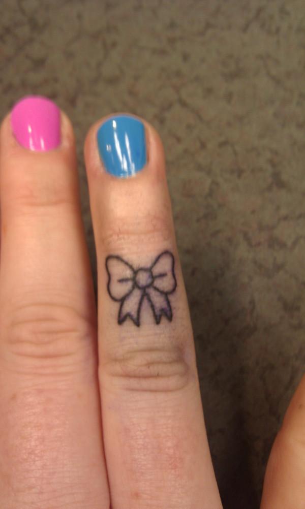 31 bow tattoos on fingers rh askideas com bow finger tattoo meaning bow finger tattoo meaning