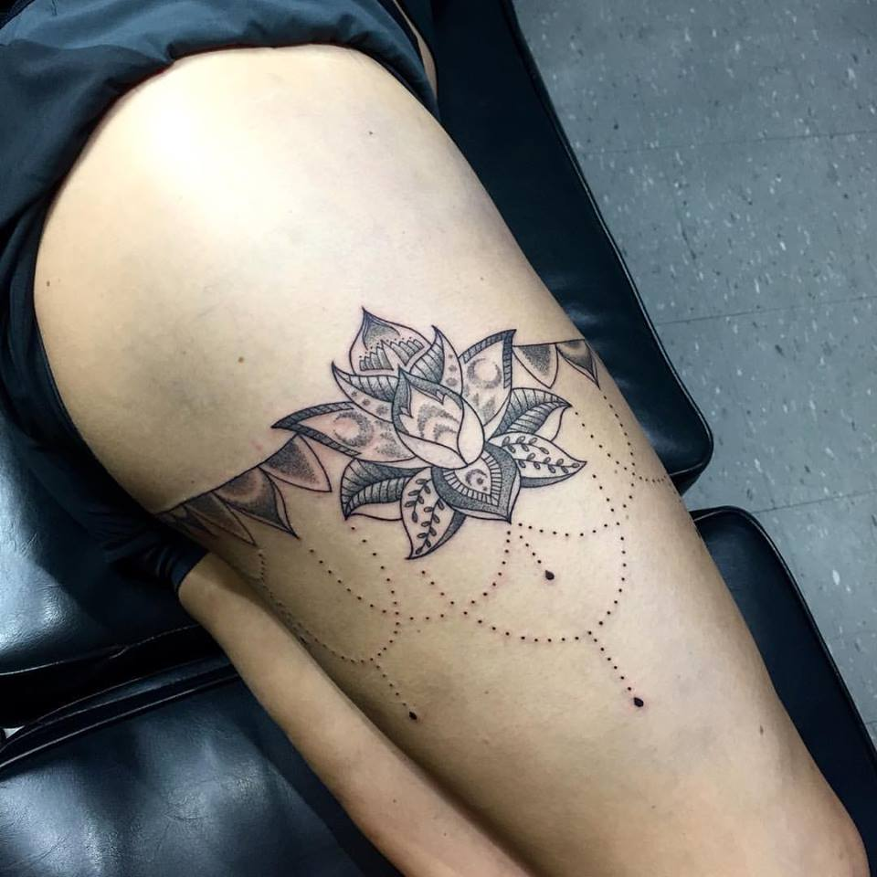 Tattoo Designs On Leg: 30+ Mandala Tattoos On Thigh For Girls