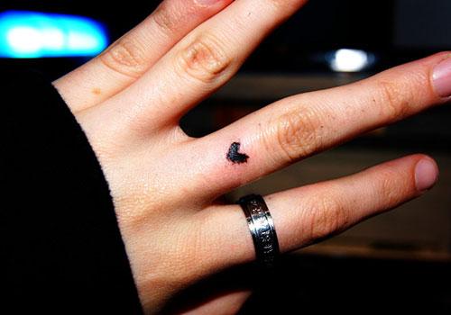 8f227d4347fe7 Tiny Black Heart Tattoo On Finger For Girls