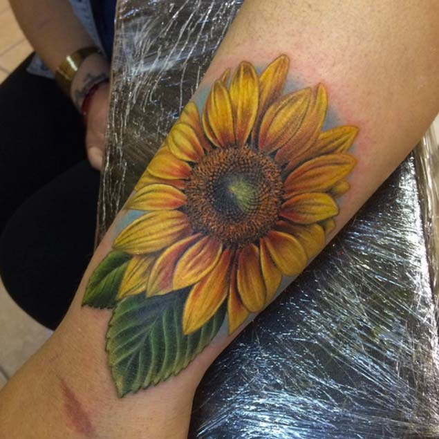 25+ Beautiful Realistic Sunflower Tattoos