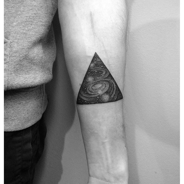 tatouage triangle a new geometric design every day. Black Bedroom Furniture Sets. Home Design Ideas