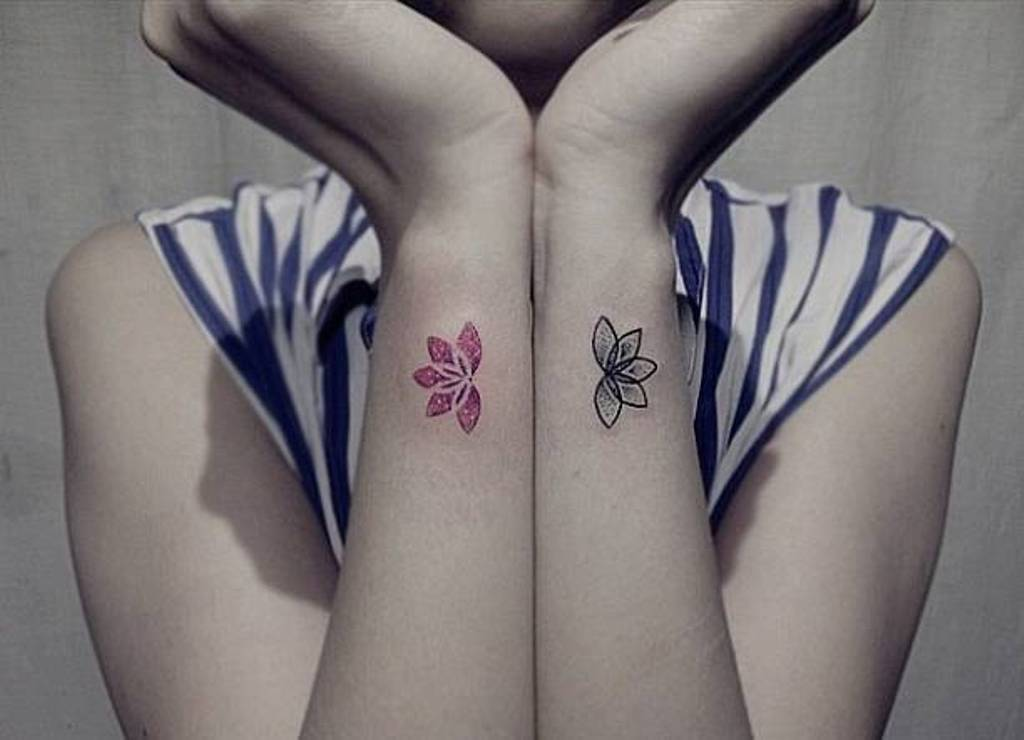 30 Flower Wrist Tattoos For Girls