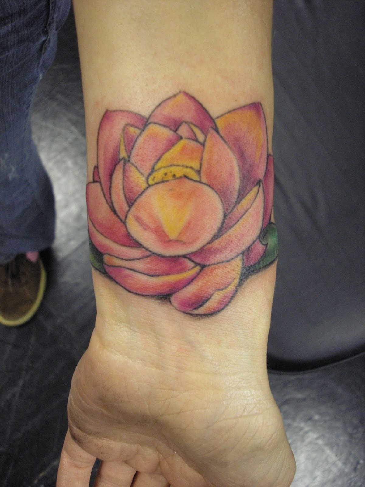 Flower Wrist Tattoos: 60+ Flowers Wrist Tattoos Ideas