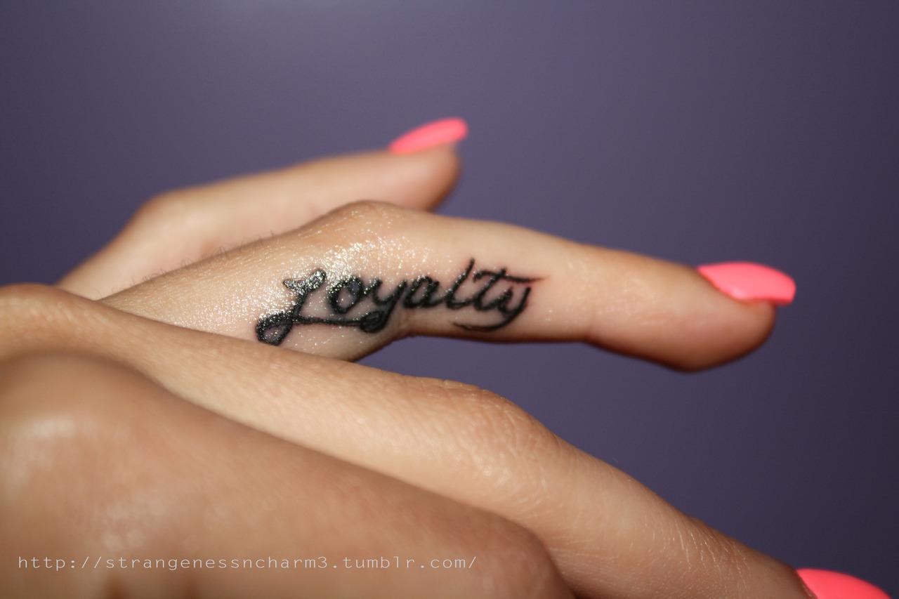 32+ Side Finger Tattoos For Girls