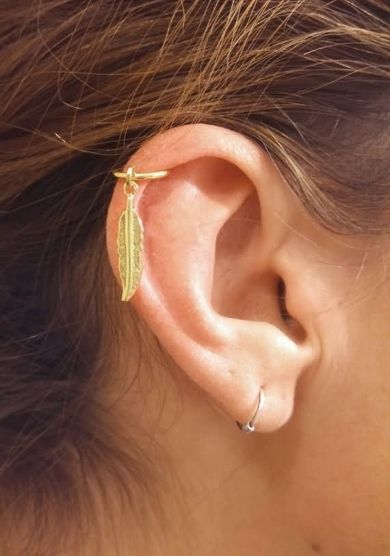 beautiful helix piercing with feather stud. Black Bedroom Furniture Sets. Home Design Ideas